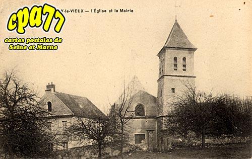 Moussy Le Vieux - L'Eglise et la Mairie