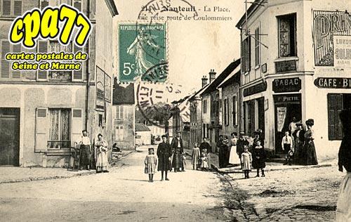 Nanteuil Lès Meaux - La Place, vue prise route de Coulommiers