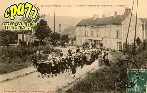 Nanteuil Sur Marne - La Colonie Scolaire en route pour le Château
