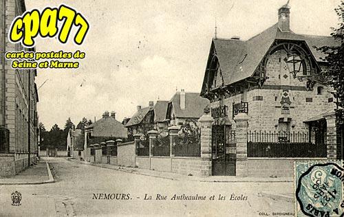 Nemours - La Rue Antheaulme et les Ecoles