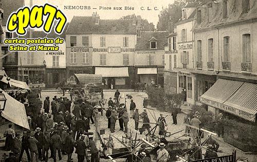 Nemours - Place aux Blés