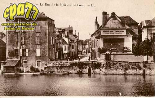 Nemours - La Rue de la Mairie et le Loing