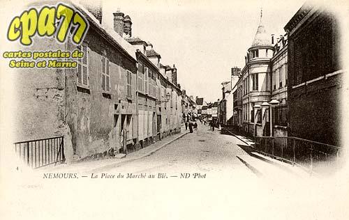 Nemours - La Place du Marché au Blé
