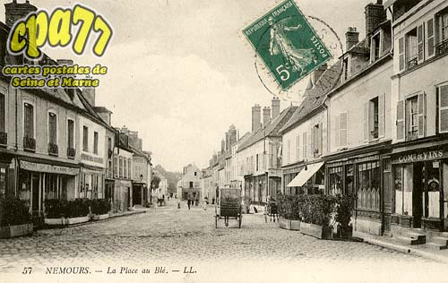 Nemours - La Place au Blé
