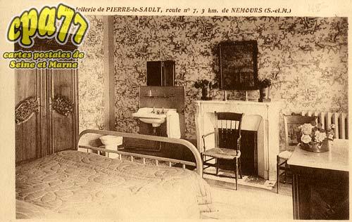 Nemours - Hostellerie de Pierre-le-Sault, route n°7, 3km de Nemours (S.-et-M.)- Une Chambre