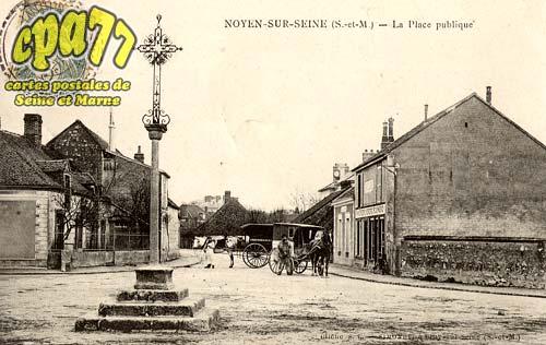 Noyen Sur Seine - La Place publique