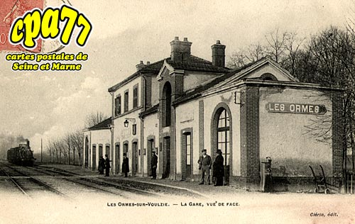 Les Ormes Sur Voulzie - La Gare vue de face
