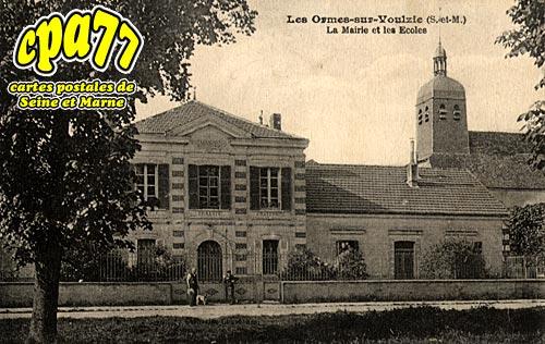 Les Ormes Sur Voulzie - La Mairie et les Ecoles