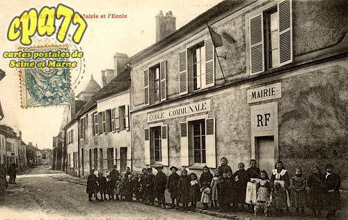 Le Pin - La Mairie et l'Ecole