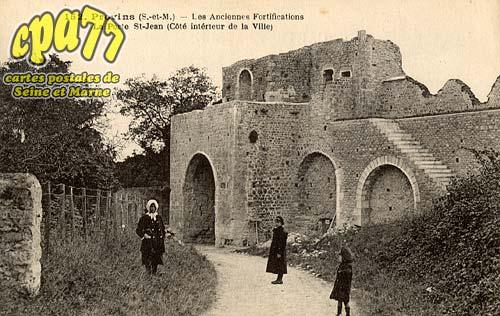 Provins - Les Anciennes Fortifications - La Porte St-Jean (Côté intérieur de la Ville)