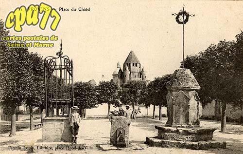Provins - Place du Châtel