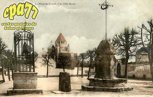 Provins - La Place du Châtel, à la Ville Haute