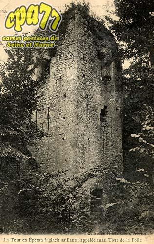 Provins - La Tour en Eperon à glacis saillants, appelée aussi Tour de la Folle