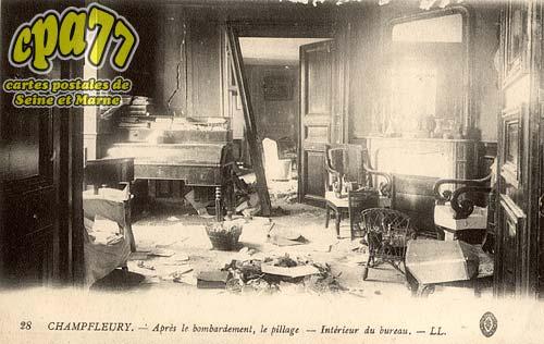 Puisieux - Champfleury - Après le bombardement, le pillage - Intérieur du bureau