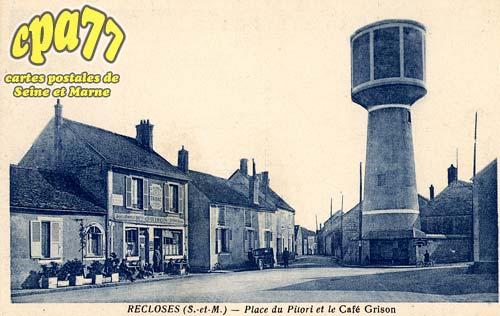 Recloses - Place du Pilori et le Café Grison