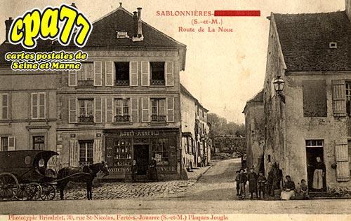 Sablonnières - Route de la Noue