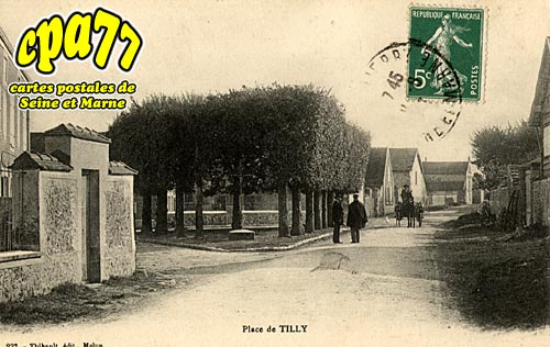 St Fargeau Ponthierry - Place de Tilly