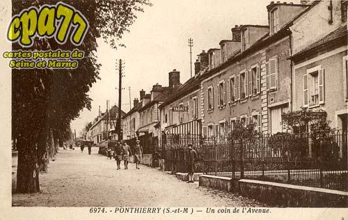 St Fargeau Ponthierry - Un coin de l'Avenue