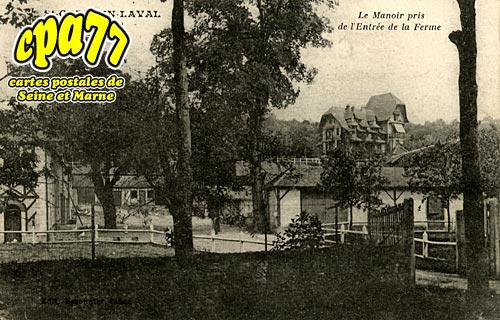 St Germain Laval - Le Manoir pris de l'Entrée de la Ferme
