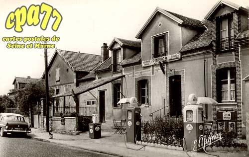St Germain Laval - Maison Saulnier - Tabac - Café - Essence - Tél. Cabine