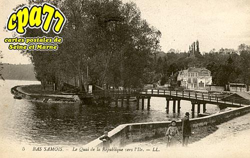Samois Sur Seine - Le Quai de la République vers l'Ile