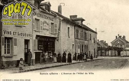 Samois Sur Seine - L'Avenue de l'¨hôtel de Ville