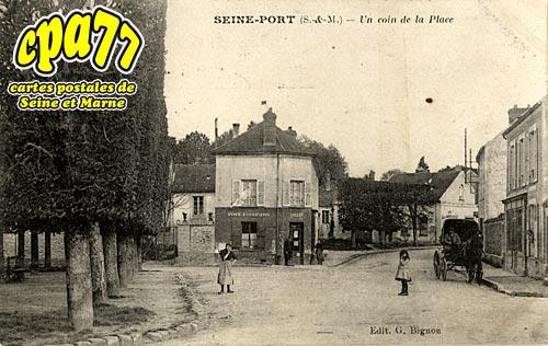 Seine Port - Un coin de la Place