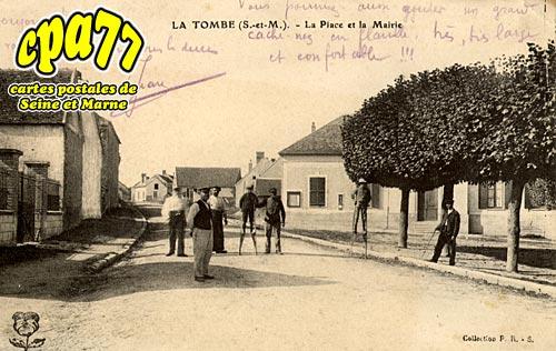 La Tombe - La Place et la Mairie