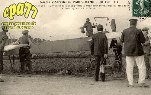 La Tombe - Courses d'aéroplanes Paris-Rome - 28 Mai 1911 - L'aviateur Barthiat se prépare à partir pour Dijon après les deux tours - Le lundi 29 Mai à 6h. Du soir