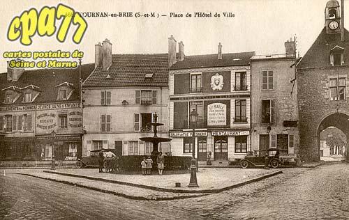 Tournan En Brie - Place de l'Hôtel de Ville