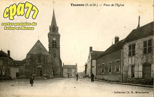 Tousson - Place de l'Eglise