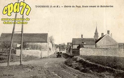 Tousson - Entrée du Pays, Route venant de Malesherbes