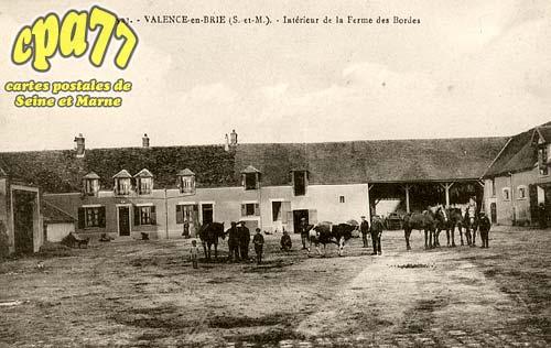 Valence En Brie - Intérieur de la Ferme des Bordes