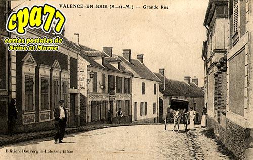 Valence En Brie - Grande Rue