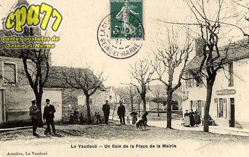 Le Vaudoué - Un Coin de la Place de la Mairie