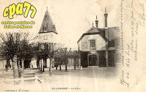 Vaux Sur Lunain - La Cour