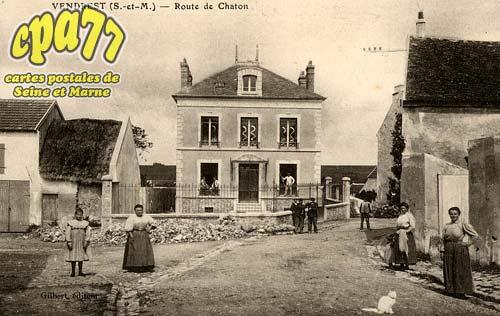 Vendrest - Route de Chaton