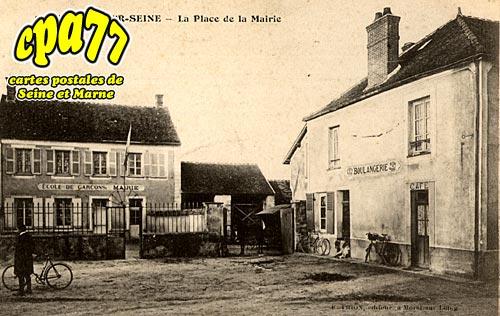Vernou La Celle Sur Seine - La Place de la Mairie