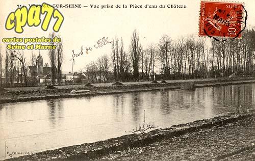 Vernou La Celle Sur Seine - Vue prise de la Pièce d'eau du Château