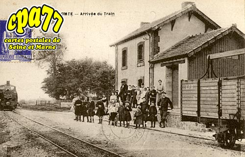 Villeneuve Le Comte - Arrivée du train