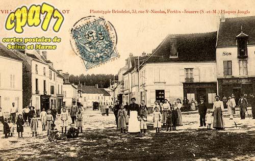 Villeneuve Sur Bellot - La Place