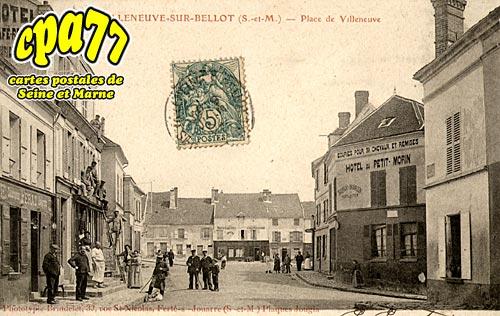 Villeneuve Sur Bellot - Place de Villeneuve