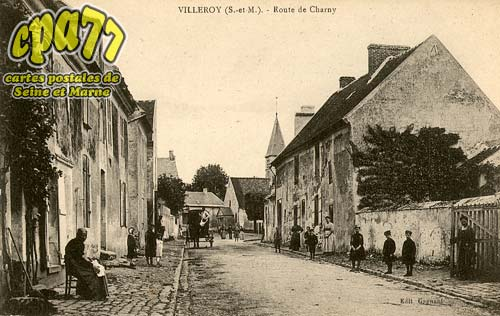Villeroy - Route de Charny